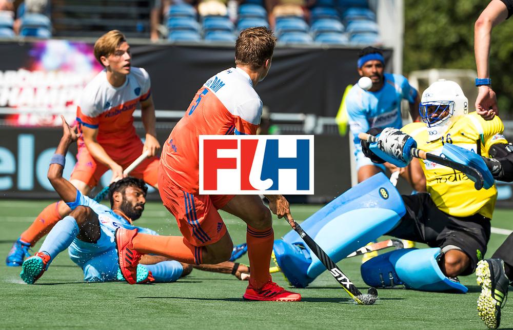 BREDA - Thijs van Dam (Ned) ziet zijn schot door keeper Sreejesh Parattu (Ind.) worden gestopt  tijdens Nederland- India bij  de Hockey Champions Trophy.  COPYRIGHT KOEN SUYK