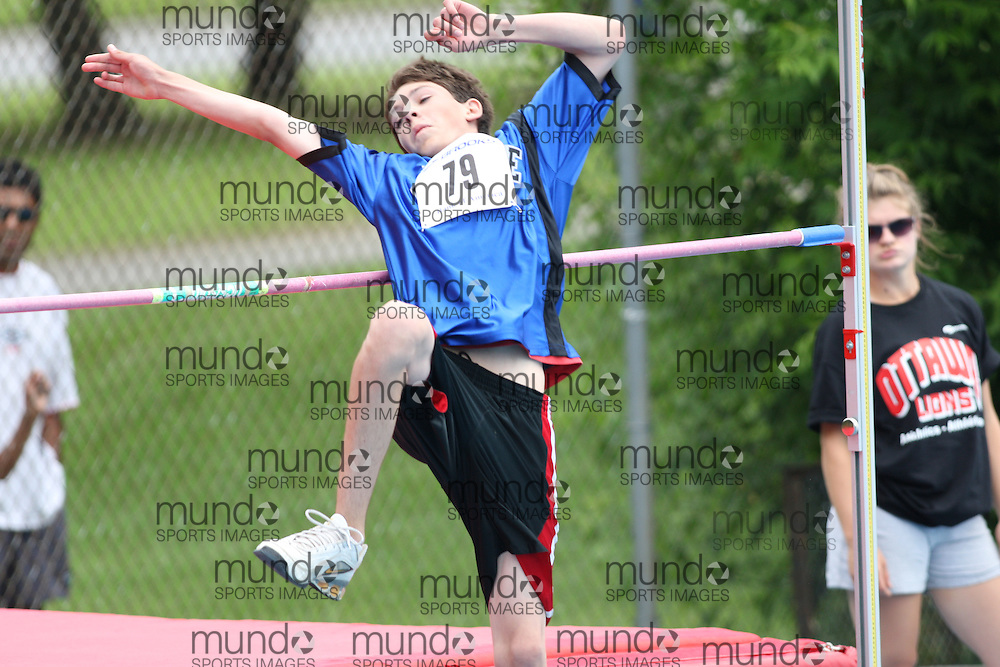 (Ottawa, Ontario---20/06/09)   Nicholas Deschamps competing in the high jump at the 2009 Bank of America All-Champions Elementary School Track and Field Championship. www.mundosportimages.com / www.msievents.