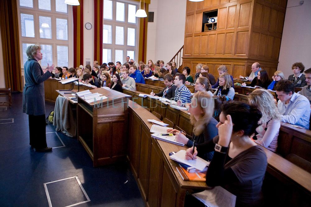 College rechten in de Heymanszaal in het academiegebouw van de Rijksuniversiteit Groningen (RUG) in Groningen, The Netherlands op 25 February, 2009. (Photo by Michel de Groot)