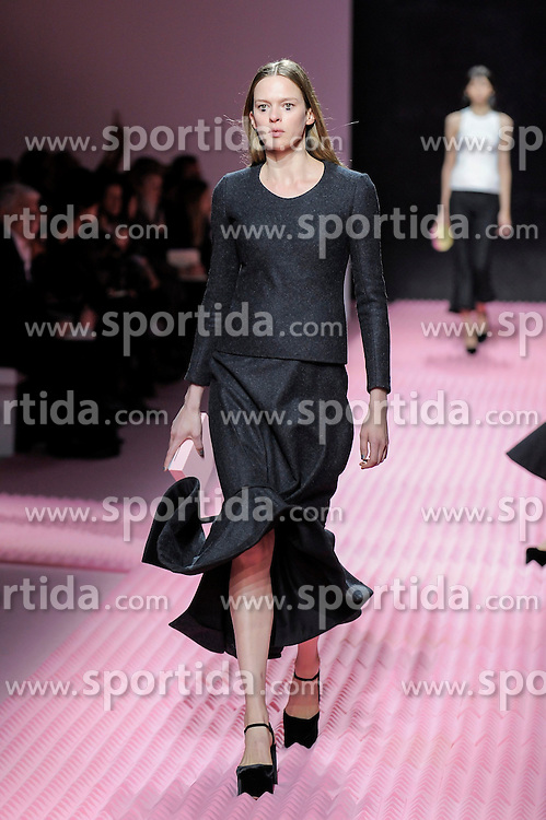 Mary Katrantzou fashion show at London Fashion Week, 22-02- 15, England UK b2511. EXPA Pictures &copy; 2015, PhotoCredit: EXPA/ Photoshot/ Mr Tickle<br /> <br /> *****ATTENTION - for AUT, SLO, CRO, SRB, BIH, MAZ only*****