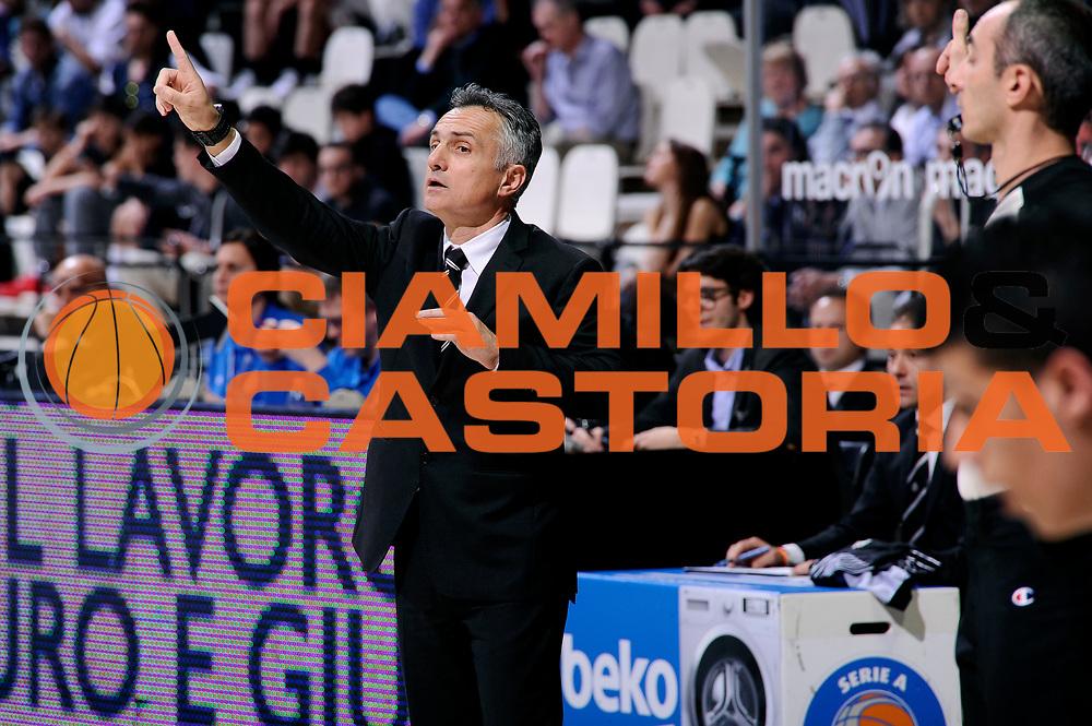 DESCRIZIONE : Bologna Lega A 2014-15 Granarolo Bologna Consultinvest Pesaro<br /> GIOCATORE : Giorgio Valli<br /> CATEGORIA : delusione schema allenatore<br /> SQUADRA : Granarolo Bologna<br /> EVENTO : Campionato Lega A 2014-15<br /> GARA : Granarolo Bologna Consultinvest Pesaro<br /> DATA : 19/04/2015<br /> SPORT : Pallacanestro <br /> AUTORE : Agenzia Ciamillo-Castoria/M.Marchi<br /> Galleria : Lega Basket A 2014-2015 <br /> Fotonotizia : Bologna Lega A 2014-15 Granarolo Bologna Consultinvest Pesaro
