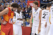 DESCRIZIONE : Berlino Berlin Eurobasket 2015 Group B Germany Spain<br /> GIOCATORE :  Dennis Schroder Tibor Pleiss<br /> CATEGORIA : Fair Play<br /> SQUADRA : Germany <br /> EVENTO : Eurobasket 2015 Group B <br /> GARA : Germany Spain<br /> DATA : 10/09/2015 <br /> SPORT : Pallacanestro <br /> AUTORE : Agenzia Ciamillo-Castoria/I.Mancini <br /> Galleria : Eurobasket 2015 <br /> Fotonotizia : Berlino Berlin Eurobasket 2015 Group B Germany Spain