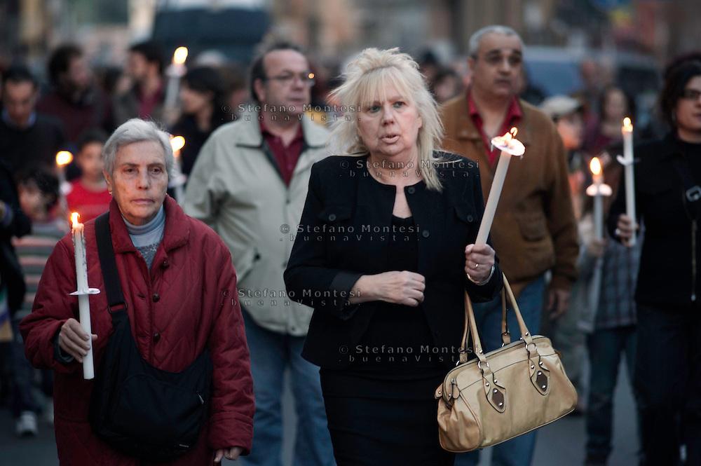 Roma 21 Aprile 2010.Fiaccolata contro lo spaccio di droga al quartiere San Lorenzo..Rome April 21, 2010.Torchlight against drug dealing in San Lorenzo district..