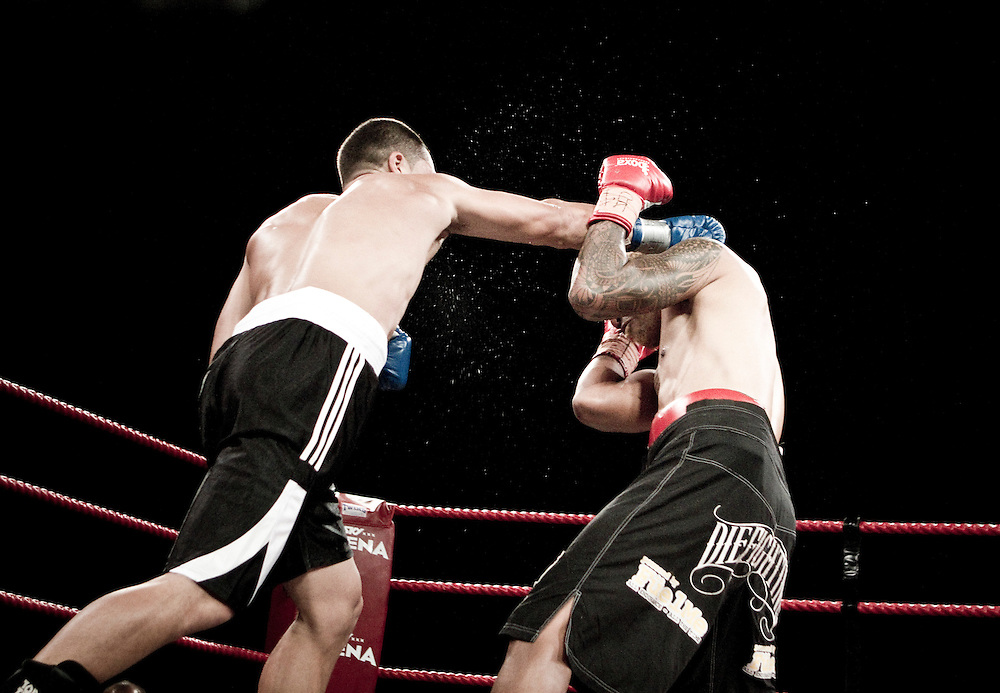 David Aloua (L) fights against Monty Filimaea in the undercard warm up at the Sonny Bill Williams v Clarence Tillman III New Zealand Professional Boxing Heavyweight title, Hamilton, New Zealand, Wednesday February 08, 2012.  Credit: SNPA / Bethelle McFedries
