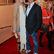 NLD/Amsterdam/201112119 - Premiere Spuiten & Slikken, Nicolette Kluijver en partner Joost Staudt