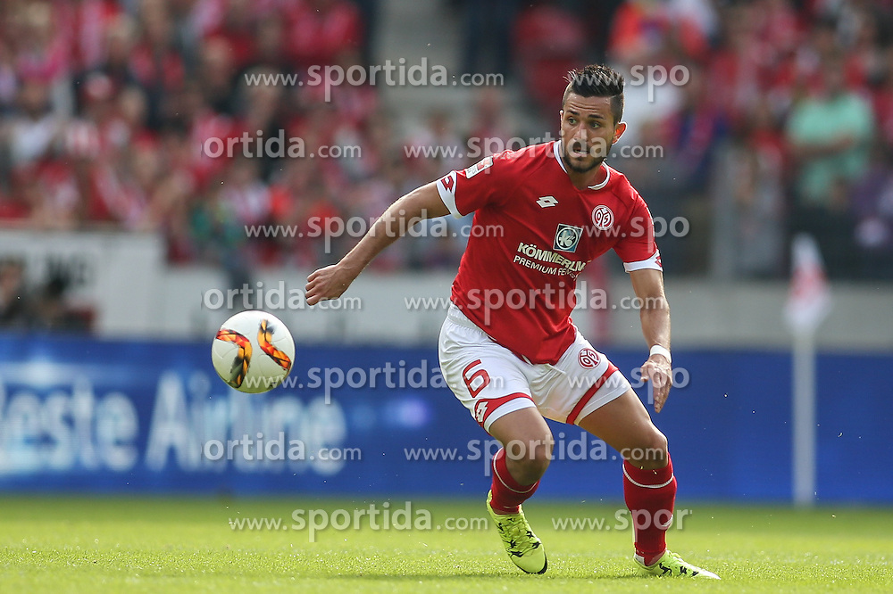 26.09.2015, Coface Arena, Mainz, GER, 1. FBL, 1. FSV Mainz 05 vs FC Bayern Muenchen, 7. Runde, im Bild Danny Latza (FSV Mainz 05 #6) // during the German Bundesliga 7th round match between 1. FSV Mainz 05 and FC Bayern Munich at the Coface Arena in Mainz, Germany on 2015/09/26. EXPA Pictures &copy; 2015, PhotoCredit: EXPA/ Eibner-Pressefoto/ Schueler<br /> <br /> *****ATTENTION - OUT of GER*****