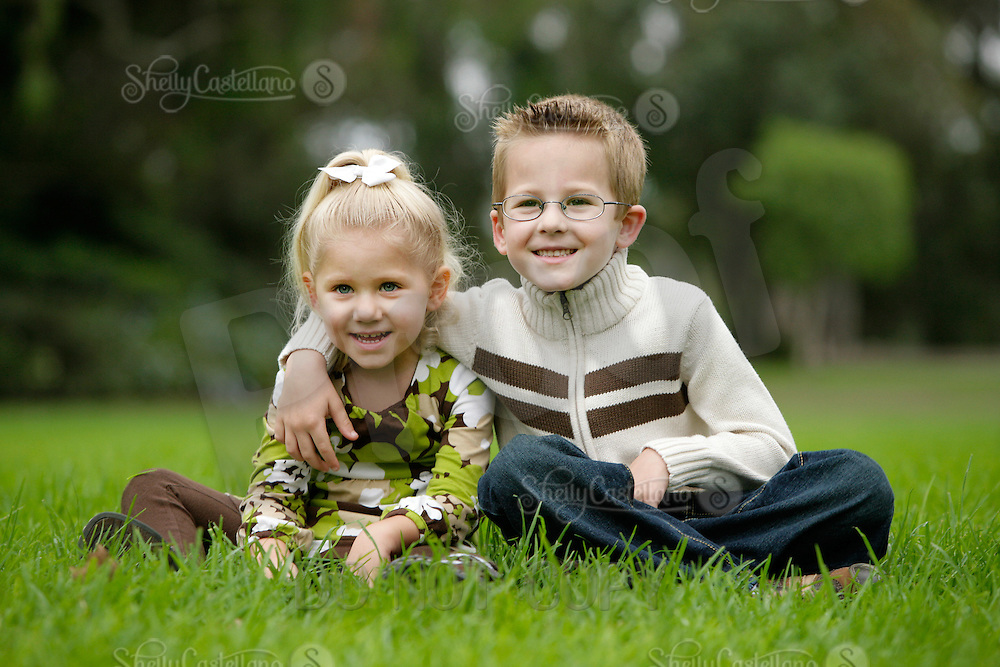 17 October 2010: Shannon, Zachary (6) and Nicolette (3) McIvor family photo session at the park.  Images are for personal use only.  ©2010ShellyCastellano.com