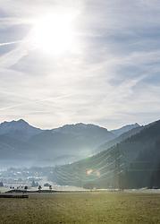 THEMENBILD - von weißen Weihnachten kann man in Tirol derzeit nur träumen. Das Bild zeigt grüne Wiesen trotz der anhaltenden Kälte und Strommasten. Strom wird derzeit in den Skigebieten zur Beschneiung dringend benötigt. So konnte heuer auch ein Stromverbauchs-Rekord verzeichnet werden, aufgenommen am 17.12.2016 in Uderns // white Christmas will pretty sure only be a dream this year in Tyrol. The picture shows green meadows despite the persistent cold, Austria on 2016/12/17. EXPA Pictures © 2016, PhotoCredit: EXPA/ Jakob Gruber