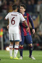06.05.2015, Camp Nou, Barcelona, ESP, UEFA CL, FC Barcelona vs FC Bayern Muenchen, Halbfinale, Hinspiel, im Bild l-r: Thiago Alcantara #6 (FC Bayern Muenchen) und Lionel Messi #10 (FC Barcelona) verabschieden sich // during the UEFA Champions League semi finals 1st Leg match between FC Barcelona and FC Bayern Munich at the Camp Nou in Barcelona, Spain on 2015/05/06. EXPA Pictures © 2015, PhotoCredit: EXPA/ Eibner-Pressefoto/ Kolbert<br /> <br /> *****ATTENTION - OUT of GER*****