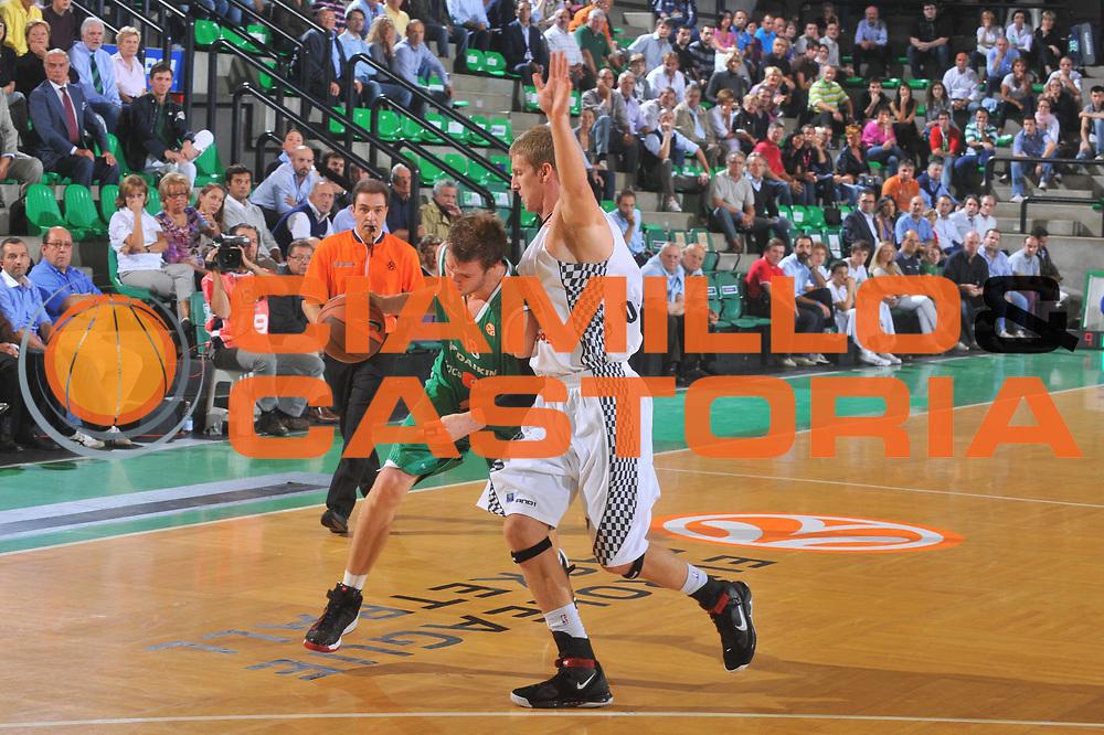 DESCRIZIONE : Treviso Eurolega 2009-10 Benetton Gioco Digitale Entente Orleanaise Loiret<br /> GIOCATORE : Charles Wallace<br /> SQUADRA : Benetton Gioco Digitale<br /> EVENTO : Eurolega 2009-2010<br /> GARA : Benetton Gioco Digitale Entente Orleanaise Loiret<br /> DATA : 06/10/2009 <br /> CATEGORIA : Palleggio<br /> SPORT : Pallacanestro <br /> AUTORE : Agenzia Ciamillo-Castoria/M.Gregolin