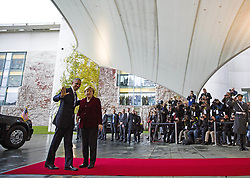 November 17, 2016 - Berlin, Germany - Bundeskanzlerin Angela Merkel empfaengt den US-Praesidenten Barack Obama am 17.11.2016 im Bundeskanzleramt. Mit einem Kuss auf die Wange haben sich der scheidende US-Praesident Barack Obama und Bundeskanzlerin Angela Merkel begruesst.   German Chancellor Angela Merkel welcomes the US President Barack Obama on 17/11/2016 at the Federal Chancellery. With a kiss on the cheek, the outgoing US President Barack Obama and Chancellor Angela Merkel have welcomed..Credit: Stocki/face to face (Credit Image: © face to face via ZUMA Press)