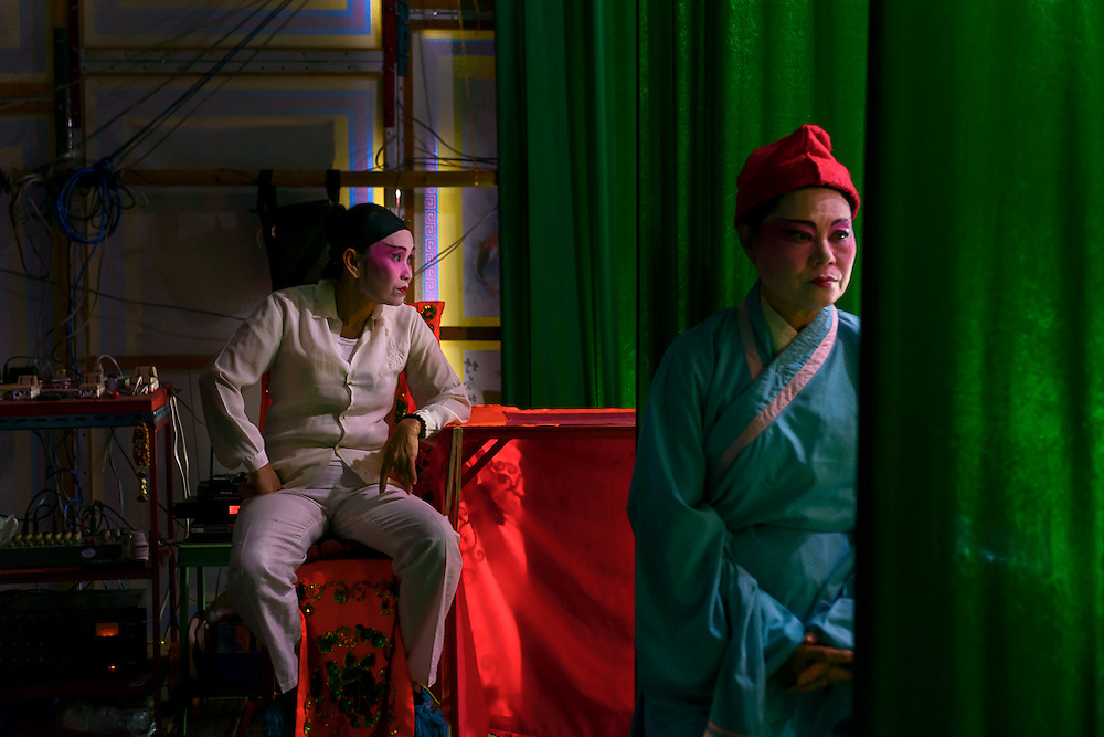 Two singers of the Nam Sin Opera Company are waiting before going on stage.
