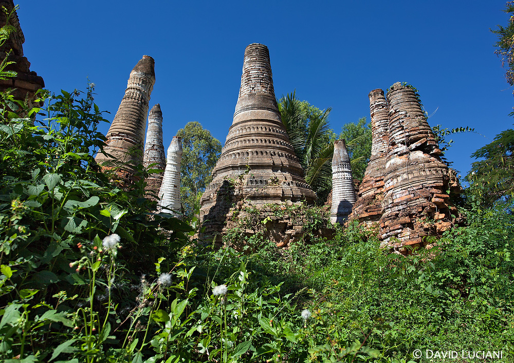 Old stupas near Kyauk Phyu Gyi Buddha Image, approximately 1 km south of Nyaungshwe.