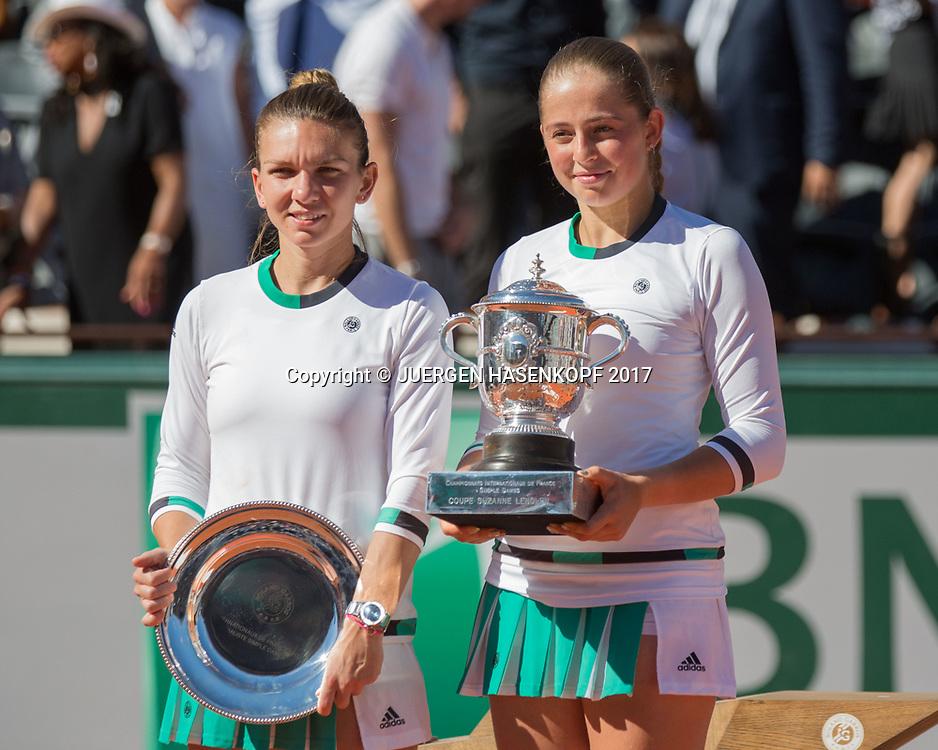 JELENA OSTAPENKO (LAT) und SIMONA HALEP (ROU), Siegerehrung, Praesentation<br /> <br /> Tennis - French Open 2017 - Grand Slam / ATP / WTA / ITF -  Roland Garros - Paris -  - France  - 10 June 2017.