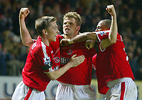 Fotball<br /> Premier League 2004/05<br /> Charlton v Everton<br /> 28. desember 2004<br /> Foto: Digitalsport<br /> NORWAY ONLY<br /> Charlton Athletic's Hermann Hreidarsson (centre) celebrates with team mates Matt Holland (l) and Shaun Bartlett after scoring his team's second goal in the dying minutes