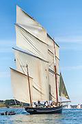 Le Cancalaise. De Cancalaise is een bisquine, een van de snelste types vissersschepen. Geruchten gaan dan ook dat er meer mee werd gesmokkeld dan gevist.