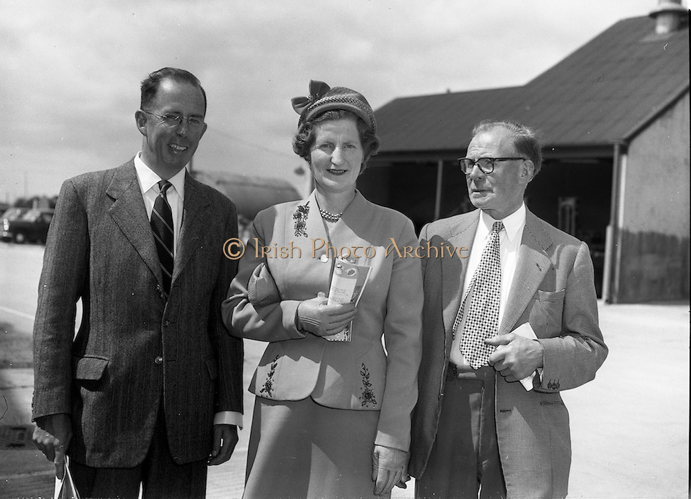 24/06/1959<br /> 06/24/1959<br /> 24 June 1959<br /> Unidare Ltd. Shareholders of Unidare Ltd. visited the factories at the Unidare Works, Finglas, Co. Dublin, prior to their Annual General Meeting. Unidare produced cables and electrical goods such as heaters and radios.