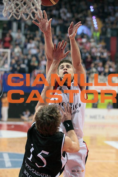 DESCRIZIONE : Biella Lega A 2010-11 Angelico Biella Canadian Solar Virtus Bologna<br /> GIOCATORE : Jeff Viggiano<br /> SQUADRA : Angelico Biella<br /> EVENTO : Campionato Lega A 2010-2011<br /> GARA : Angelico Biella Canadian Solar Virtus Bologna<br /> DATA : 06/01/2011<br /> CATEGORIA : Tiro<br /> SPORT : Pallacanestro<br /> AUTORE : Agenzia Ciamillo-Castoria/S.Ceretti<br /> Galleria : Lega Basket A 2010-2011<br /> Fotonotizia : Biella Lega A 2010-11 Angelico Biella Canadian Solar Virtus Bologna<br /> Predefinita :