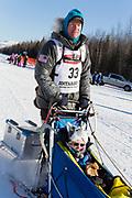 Carol Stedman från Virginia budade 1500 dollar och fick då åka med Mats Pettersson i den ceremoniella starten av 2017 Iditarod, Anchorage, Alaska, USA