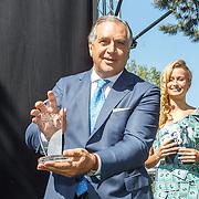 NLD/Amserdam/20150604 - Uitreiking Talkies Terras Award 2015 en onthulling cover, Roberto Payer met zijn ontvangen Award