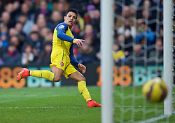 LONDON, ENGLAND - Saturday, February 21, 2015: Arsenal's Alexis Sanchez sees his shot go wide of the Crystal Palace goal during the Premier League match at Selhurst Park. (Pic by David Rawcliffe/Propaganda)