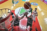 DESCRIZIONE : Varese Lega A 2015-16 Sidigas Scandone Avellino - Openjobmetis Varese<br /> GIOCATORE : James Nunnally<br /> CATEGORIA : Rimbalzo Special<br /> SQUADRA : Sidigas Scandone Avellino <br /> EVENTO : Campionato Lega A 2015-2016<br /> GARA : Openjobmetis Varese - Sidigas Scandone Avellino <br /> DATA : 27/10/2015<br /> SPORT : Pallacanestro<br /> AUTORE : Agenzia Ciamillo-Castoria/M.Ozbot<br /> Galleria : Lega Basket A 2015-2016 <br /> Fotonotizia: Varese Lega A 2015-16 Openjobmetis Varese - Openjobmetis Varese
