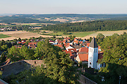 Blick von der Feste Otzberg auf Hering, Odenwald, Naturpark Bergstraße-Odenwald, Hessen, Deutschland | view of Otzberg castle on Hering, Odenwald, Hesse, Germany