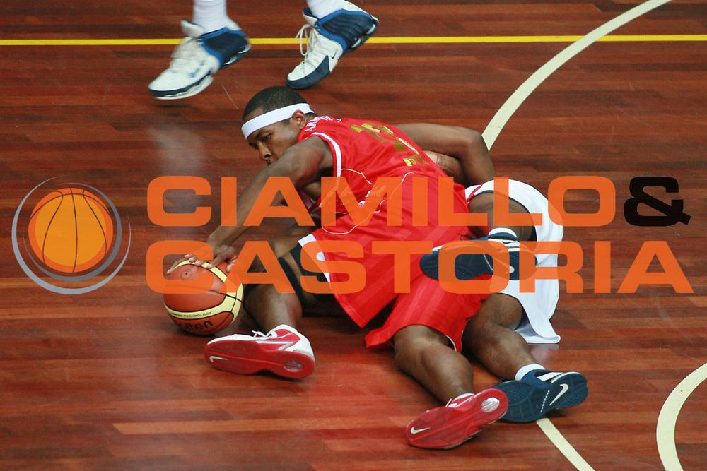 DESCRIZIONE : Busto Arsizio Precampionato Lega A1 2006 2007 Trofeo Dream Team Armani Jeans Milano Stella Rossa Belgrado<br />GIOCATORE : Watson<br />SQUADRA : Armani Jeans Milano<br />EVENTO : Precampionato Lega A1 2006 2007 Trofeo Dream Team Armani Jeans Milano Stella Rossa Belgrado<br />GARA : Armani Jeans Milano Stella Rossa Belgrado<br />DATA : 23/09/2006 <br />CATEGORIA :  Rimbalzo<br />SPORT : Pallacanestro <br />AUTORE : Agenzia Ciamillo-Castoria/S.Ceretti<br />Galleria :  Lega Basket A1 2006-2007<br />Fotonotizia : Busto Arsizio Precampionato Lega A1 2006 2007 Trofeo Dream Team Armani Jeans Milano Stella Rossa Belgrado<br />Predefinita :