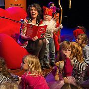 Ter ere van het Jaar van het Voorlezen organiseert de Leescoalitie een Sinterklaas Voorleestournee met Dieuwertje Blok, presentatrice van het met een Gouden Stuiver bekroonde Sinterklaasjournaal. In de maand november reist Dieuwertje het hele land door om verhalen uit Het grote Sinterklaasjournaal voorleesboek voor te lezen. De aftrap voor de Sinterklaas Voorleestournee vindt plaats op woensdag 13 november in de Openbare Bibliotheek Amsterdam.