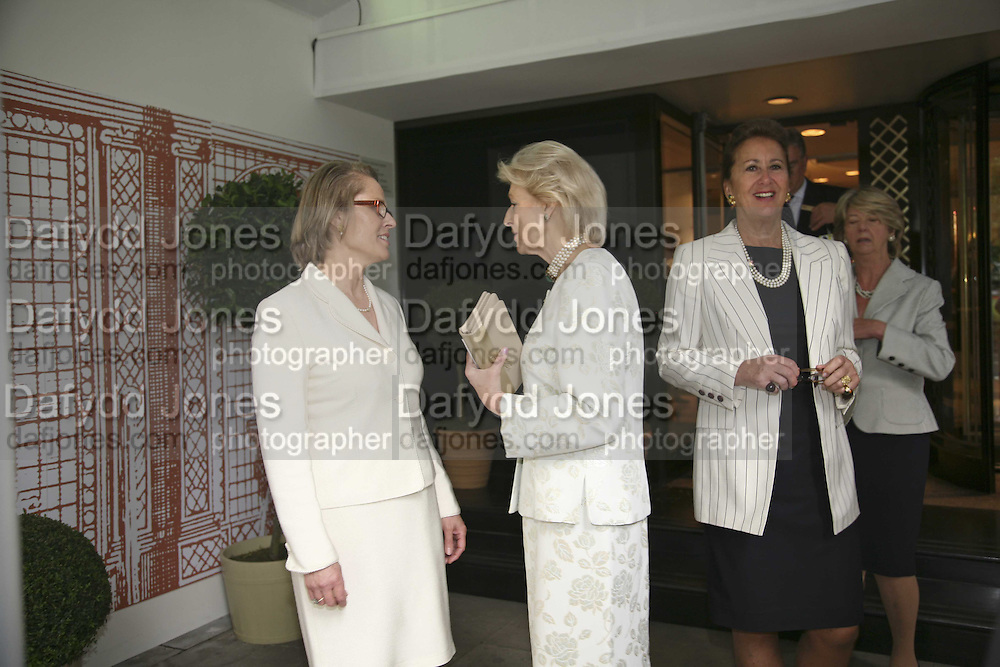 Alison Vaissiere, Princess Alexandra and Penny Marks. The opening  day of the Grosvenor House Art and Antiques Fair.  Grosvenor House. Park Lane. London. 14 June 2006. ONE TIME USE ONLY - DO NOT ARCHIVE  © Copyright Photograph by Dafydd Jones 66 Stockwell Park Rd. London SW9 0DA Tel 020 7733 0108 www.dafjones.com