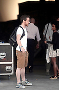 James McAvoy and Alicia Vikander already in Spain to begin shooting the film last bet Win Wenders Immersion. The consecrated actor enjoyed a fun break from filming, showing great fun with some of the crew members. The Scottish singer appeared dressed casually in shorts, sports and shirt, as if it were a teenager. Also, he carried a backpack with some of his personal belongings. McAvoy was very affectionate with a young member of the group. After exchanging a few words, he did not hesitate to award the girl with kisses and hugs, proving to be a born conqueror<br /> ©Exclusivepix Media