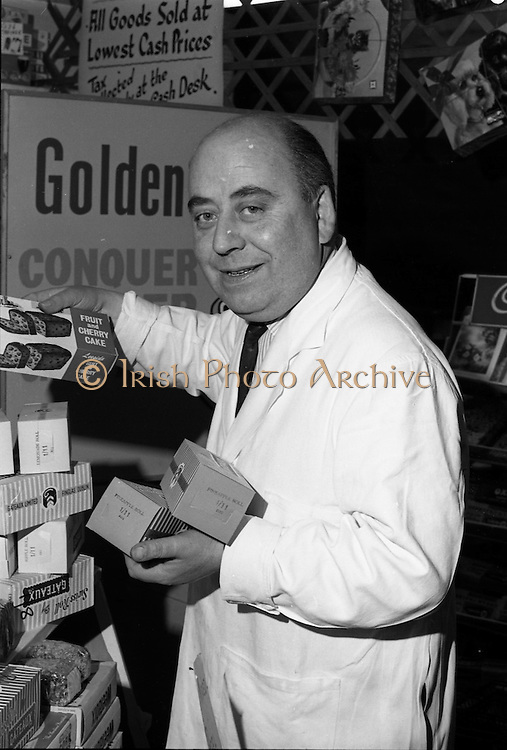 16/11/1964<br /> 11/16/1964<br /> 16 November 1964<br /> <br /> Mr. Martin at Martis Cash Stores in Doneybrook