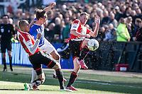 ROTTERDAM  - Feyenoord - PSV , eredivisie , voetbal , Feyenoord stadion de Kuip , seizoen 2014/2015 , 22-03-2015 , PSV speler Luuk de Jong (m) in Feyenoord speler Jens Toornstra (r) en Sven van Beek (l)