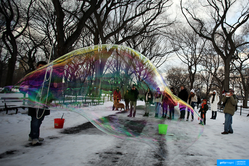 A street performer produces a giant bubble in Central Park, Manhattan, New York, USA. Photo Tim Clayton