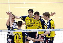 04-03-2006 VOLLEYBAL: FINAL 4 HEREN: PIET ZOOMERS D - ORTEC NESSELANDE: ROTTERDAM<br /> In een mooie halve finale werd Piet Zoomers D met 3-1 verslagen door Ortec Nesselande / Jelte Maan, Eerik Jago, Twan van Kuijk en Sander Olsthoorn<br /> Copyrights 2006 WWW.FOTOHOOGENDOORN.NL