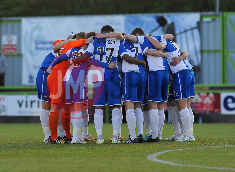 Bristol Rovers' team huddle together before kick off  - Photo mandatory by-line: Nizaam Jones/JMP - Mobile: 07966 386802 - 29/04/2015 - SPORT - Football - Nailsworth - The New Lawn - Forest Green Rovers v Bristol Rovers - Vanarama Football Conference