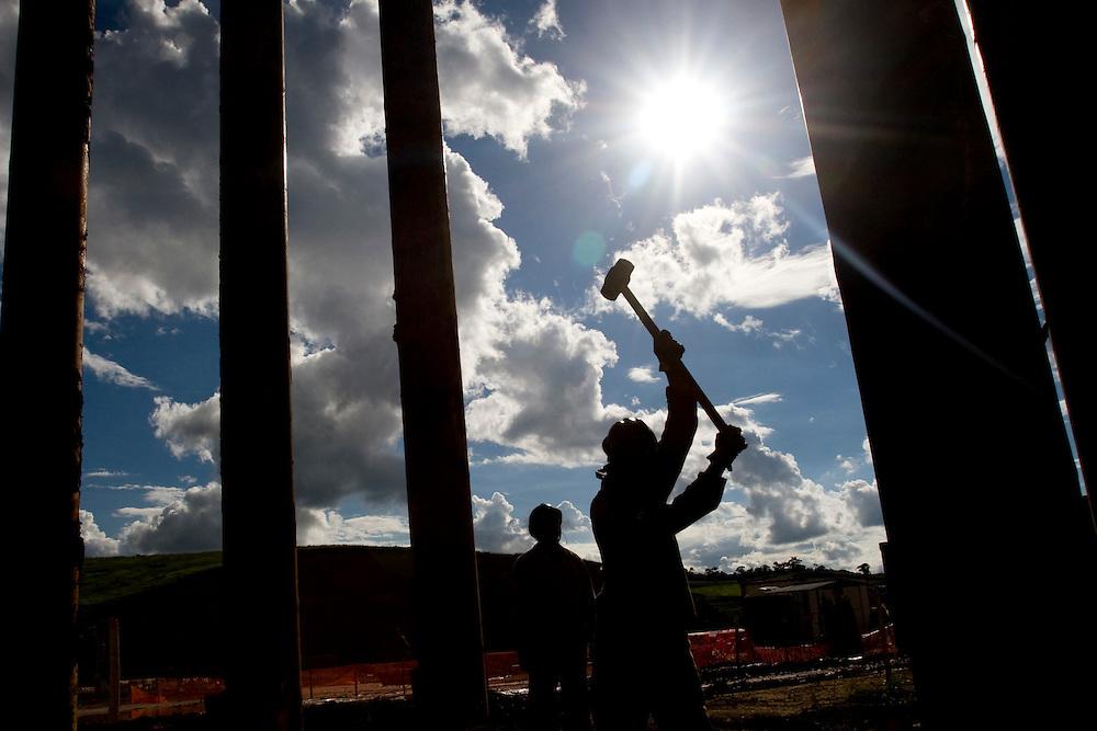 Jeceaba_MG, Brasil...Instalacao de uma usina siderurgica na cidade de Jeceaba, Minas Gerais...The installation of the steel industry in Jeceaba, Minas Gerais...Foto: VICTOR SCHWANER / NITRO