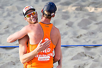 ROTTERDAM - Poulewedstrijd Brouwer/Meeuwsen - Huver/Seidl , Beachvolleybal , WK Beach Volleybal 2015 , 06-27-2015 , Alexander Brouwer (l) en Robert Meeuwsen (r) winnen hun eerste wedstrijd