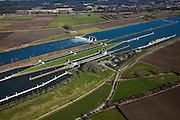 Nederland, Noord-Brabant, Gemeente Boxmeer, 07-03-2010; stuw en sluiscomplex bij Sambeek, aangelegd in het kader van de Maasverbetering.  In de achtergrond Afferden..Lock and weir complex in Sambeek, build as part of the Meuse Improvement..luchtfoto (toeslag), aerial photo (additional fee required);.foto/photo Siebe Swart