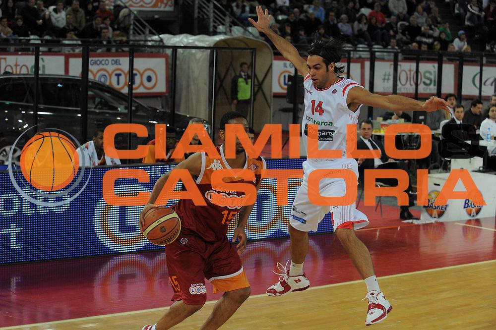 DESCRIZIONE : Roma Lega A 2009-10 Lottomatica Virtus Roma Banca Tercas Teramo <br /> GIOCATORE : Bruno Cerella<br /> SQUADRA : Banca Tercas Teramo <br /> EVENTO : Campionato Lega A 2009-2010 <br /> GARA : Lottomatica Virtus Roma Banca Tercas Teramo<br /> DATA : 13/12/2009<br /> CATEGORIA : Equilibrio<br /> SPORT : Pallacanestro <br /> AUTORE : Agenzia Ciamillo-Castoria/G.Vannicelli<br /> Galleria : Lega Basket A 2009-2010 <br /> Fotonotizia : Roma Campionato Italiano Lega A 2009-2010 Lottomatica Virtus Roma Banca Tercas Teramo <br /> Predefinita :