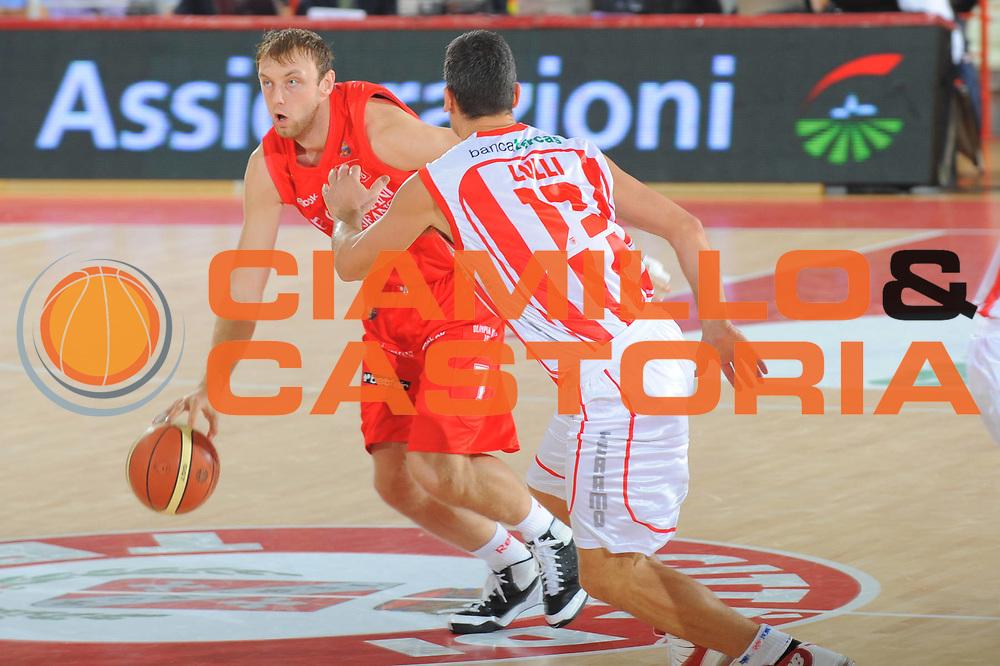 DESCRIZIONE : Teramo Lega A 2010-11 Armani Jeans Milano Banca Tercas Teramo<br /> GIOCATORE : Oleksiy Pecherov<br /> SQUADRA : Banca Tercas Milano Armani Jeans Milano<br /> EVENTO : Campionato Lega A 2010-2011 <br /> GARA : Armani Jeans Milano Banca Tercas Teramo<br /> DATA : 16/10/2010<br /> CATEGORIA : Palleggio<br /> SPORT : Pallacanestro <br /> AUTORE : Agenzia Ciamillo-Castoria/GiulioCiamillo<br /> Galleria : Lega Basket A 2010-2011 <br /> Fotonotizia : Teramo Lega A 2010-11 Armani Jeans Milano Banca Tercas Teramo<br /> Predefinita :