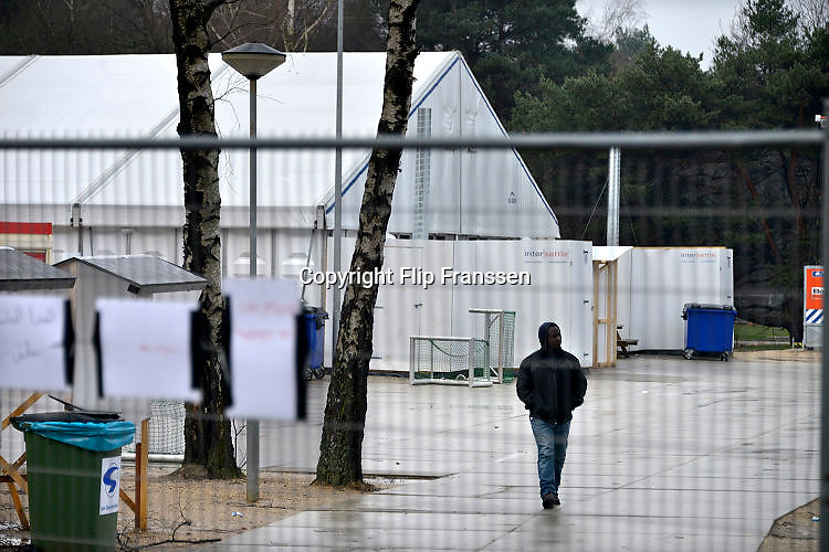 Nederland, the Netherlands, Nijmegen, 10-2-2016Kamp, tentenkamp Heumensoord, de tijdelijke noodopvang, azc, van het COA. Plaats voor 3000 asielzoekers. Rapport van de Ombudsman kwalificeert de opvang als inhumaan, een inhumane opvang.FOTO: FLIP FRANSSEN