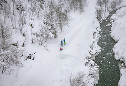THEMENBILD - ein Familie mit Kind bei einem Spaziergang im Schneefall, aufgenommen am 09. Jaenner 2019 in Saalbach, Oesterreich // a family with a child take a walk in the winterlandscape, Saalbach, Austria on 2019/01/09. EXPA Pictures © 2019, PhotoCredit: EXPA/ JFK