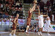 DESCRIZIONE : Campionato 2013/14 Acea Virtus Roma - Umana Reyer Venezia<br /> GIOCATORE : Nate Linhart<br /> CATEGORIA : Tiro Tre Punti Controcampo<br /> SQUADRA : Umana Reyer Venezia<br /> EVENTO : LegaBasket Serie A Beko 2013/2014<br /> GARA : Acea Virtus Roma - Umana Reyer Venezia<br /> DATA : 05/01/2014<br /> SPORT : Pallacanestro <br /> AUTORE : Agenzia Ciamillo-Castoria / GiulioCiamillo<br /> Galleria : LegaBasket Serie A Beko 2013/2014<br /> Fotonotizia : Campionato 2013/14 Acea Virtus Roma - Umana Reyer Venezia<br /> Predefinita :