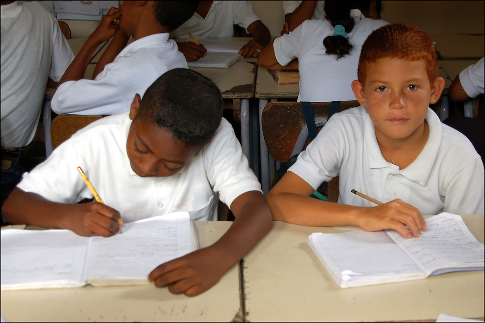 REPORTAJE DEL ESTADO SUCRE<br /> Escuela Bolivariana.<br /> Macuro, Estado Sucre - Venezuela 2007<br /> Photography by Aaron Sosa<br /> (Copyright &copy; Aaron Sosa)