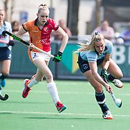 LAREN -  Hockey -  Laurien Leurink (Laren) met Fiona Morgenstern (Oranje-Rood)   Hoofdklasse dames Laren-Oranje Rood (0-4). Oranje Rood plaatst zich voor Play Offs.  COPYRIGHT KOEN SUYK