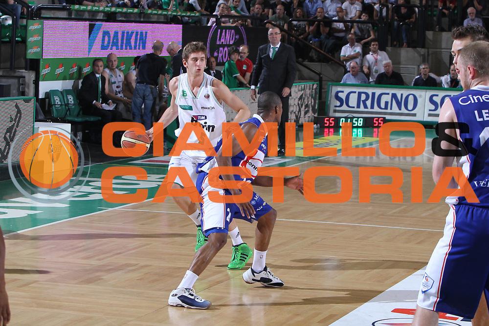 DESCRIZIONE : Treviso Lega A 2010-11 Benetton Treviso Bennet Cantu<br /> GIOCATORE : Nicolo Cazzolato<br /> SQUADRA : Benetton Treviso Bennet Cantu<br /> EVENTO : Campionato Lega A 2010-2011 <br /> GARA : Benetton Treviso Bennet Cantu<br /> DATA : 12/05/2011<br /> CATEGORIA : Palleggio<br /> SPORT : Pallacanestro <br /> AUTORE : Agenzia Ciamillo-Castoria/G.Contessa<br /> Galleria : Lega Basket A 2010-2011 <br /> Fotonotizia : Treviso Lega A 2010-11 Benetton Treviso Bennet Cantu<br /> Predfinita :