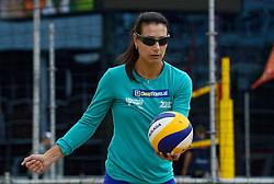 20150618 NED: WK Beach volleybal training op het Spui, Den Haag<br /> De Nederlandse beachers hebben vandaag hun tweede training gehad op de WK trainingsvelden. Op het Spuiplein werden de velden druk bezocht / Assistent Coach vrouwen Angie Akers