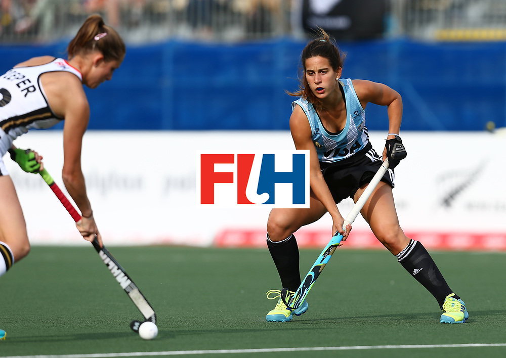New Zealand, Auckland - 24/11/17  <br /> Sentinel Homes Women&rsquo;s Hockey World League Final<br /> Harbour Hockey Stadium<br /> Copyrigth: Worldsportpics, Rodrigo Jaramillo<br /> Match ID: 10307 - ARG-GER<br /> Photo: (22) PIEPER Cecile against (5) ALONSO Agostina