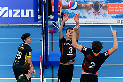 26-10-2019 NED: Talentteam Papendal - Draisma Dynamo, Ede<br /> Round 4 of Eredivisie volleyball - Markus Held #3 of Talent Team, Seain Cook #19 of Dynamo